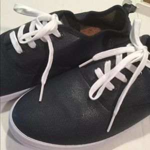 NWT urban outfitters Rosin size 12 sneakers navy